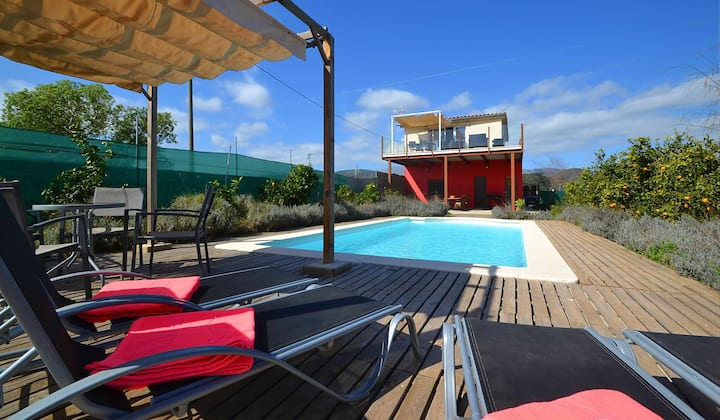 Modern country house with pool and panoramic views for 4 people