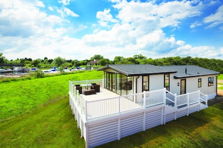 Luxury Dream Lodge - Lazy Otter - Stretham