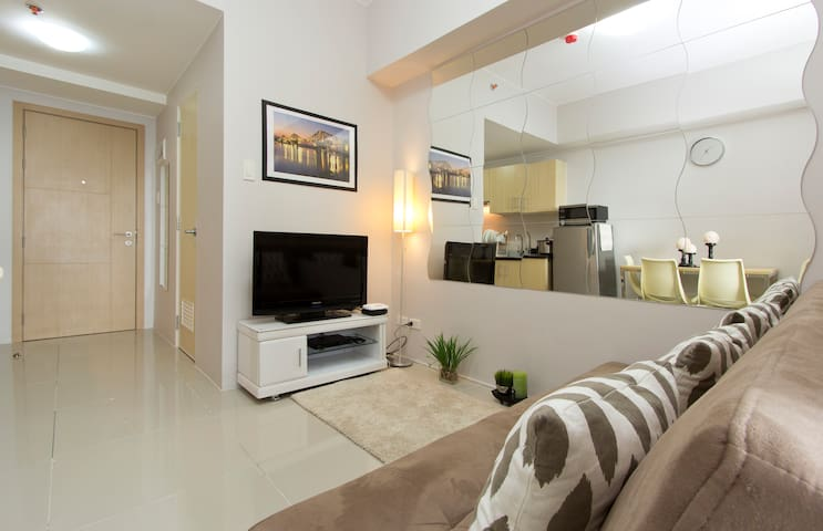 Posh Condo next to SM Mall with WIFI and Cable TV - Quezon City - Appartement