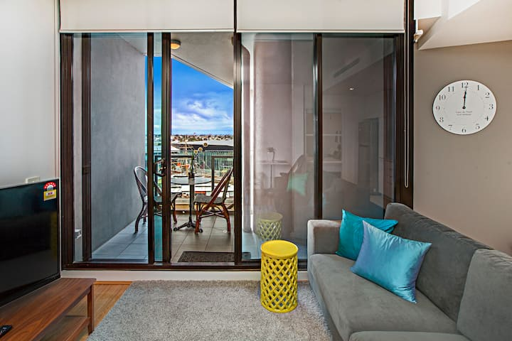 1 Bedroom Apartment River View Melbourne CBD