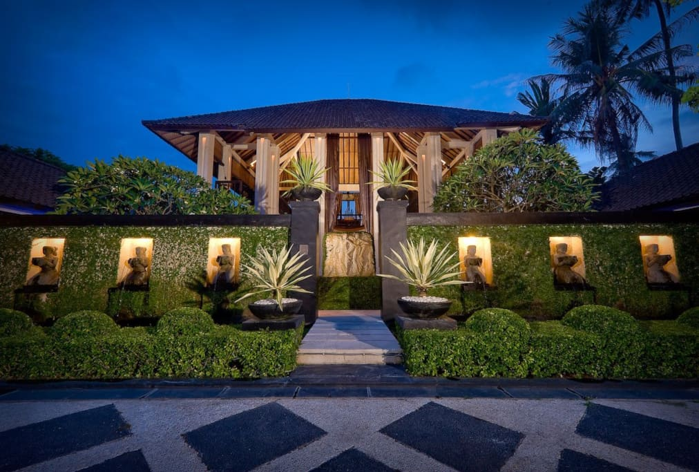 passionate serenity villa the ylang ylang villas louer sukawati bali indon sie. Black Bedroom Furniture Sets. Home Design Ideas