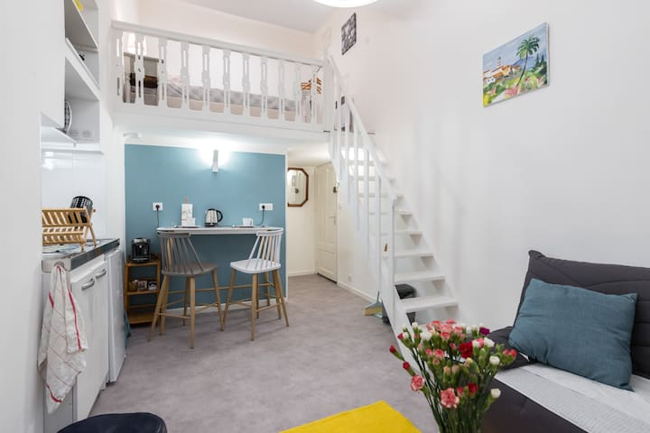 Place Rossetti, studio avec coin nuit!