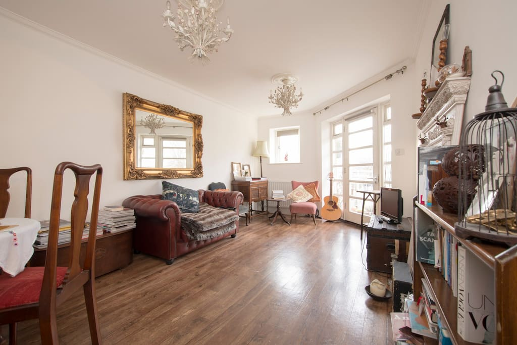 Cosey vintage furnishings in the living room and French windows at the balcony