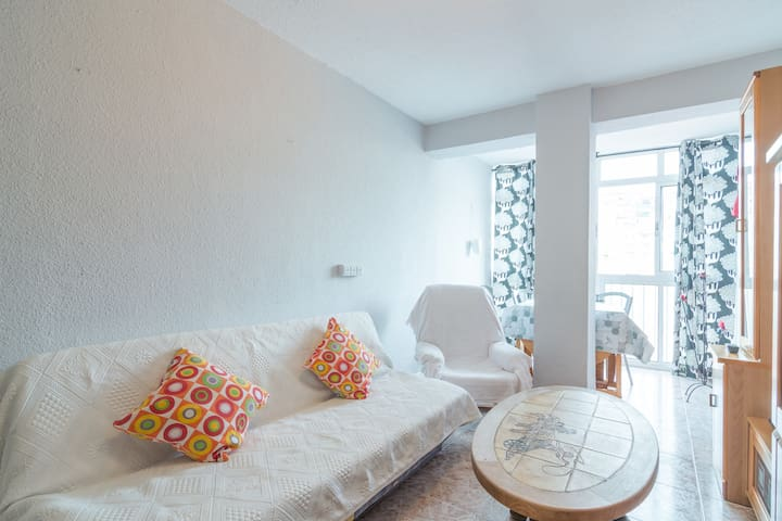 Junto a playa y muy bien comunicado - Málaga - Apartment