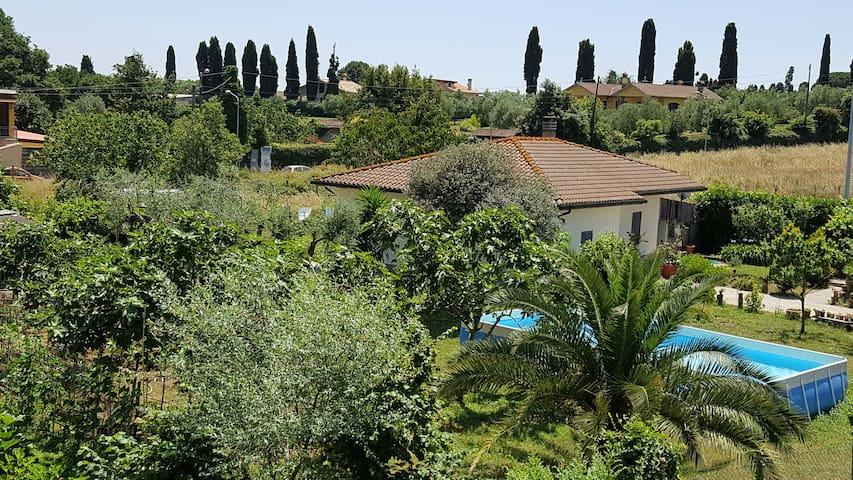 Villa con giardino vicino lago di Bracciano (Roma) - Vigna di Valle