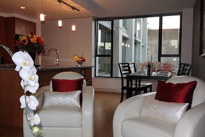 The City Center View Suite 2BD/2BA
