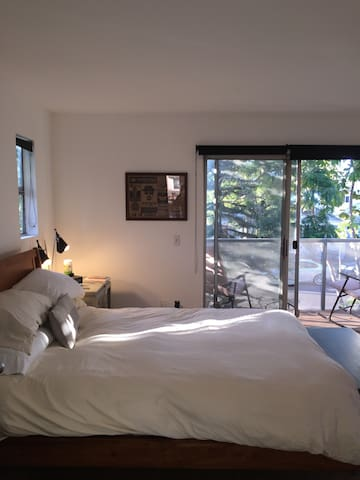 Private Master Bedroom w/ Balcony- Heart of Venice - Los Angeles