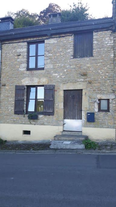 Petite maison rustique mais agr able avec jardin maisons - Maison a louer avec jardin wasquehal dijon ...