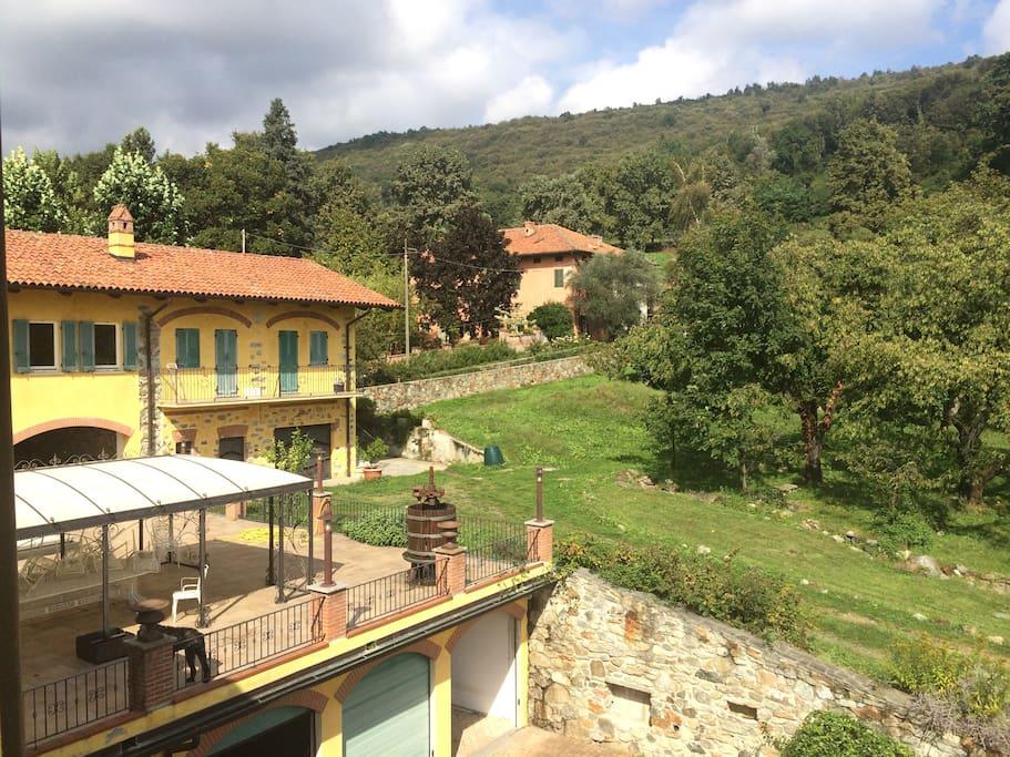 l'appartamento visto dall'esterno e il balconcino