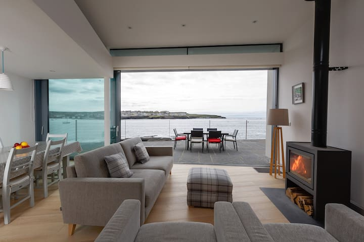 Spectacular cliff-side Retreat - Kilkee - Houten huisje