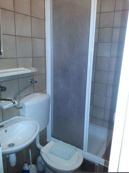 This small bathroom has everything you need eveng for a longer stay
