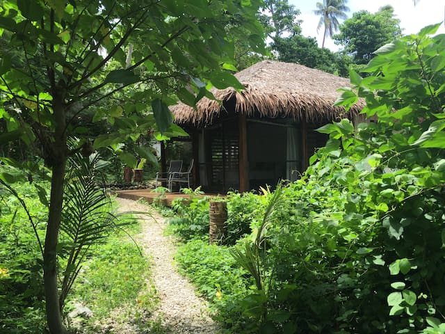 Jungle Bungalow - where the jungle meets the reef - Mangaliliu - Bungalow