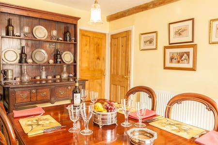 Feather Beds 200 Yr Cottage, WiFi - Thirsk