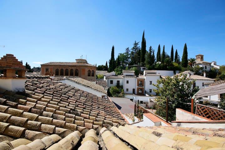 Lugar en el Albaycín con parking - Granada - Apartamento