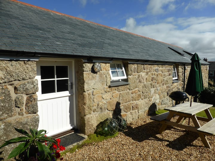 Delightful granite cottage, near stunning beaches
