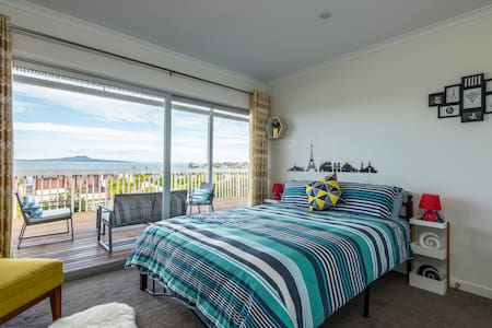 Panoramic Seaview 2-Bedroom Home - Auckland