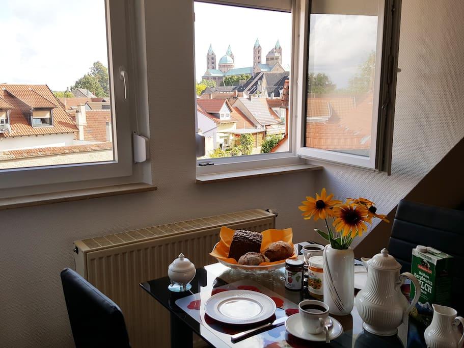 Ihr Erlebnis-Frühstück über den Dächern von Speyer - mit täglichem Blick auf den Kaiserdom!