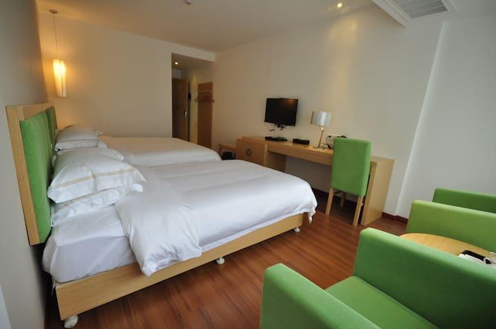 00171五悦景区连锁酒店(衡阳南岳分店)@标准双床房。