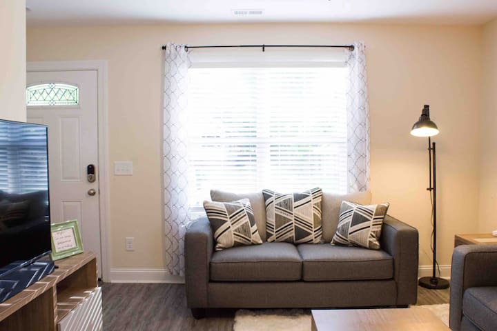 Concord Getaway - 1 Mile from Downtown!