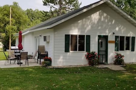 3 bedroom cabin-great for families or large groups
