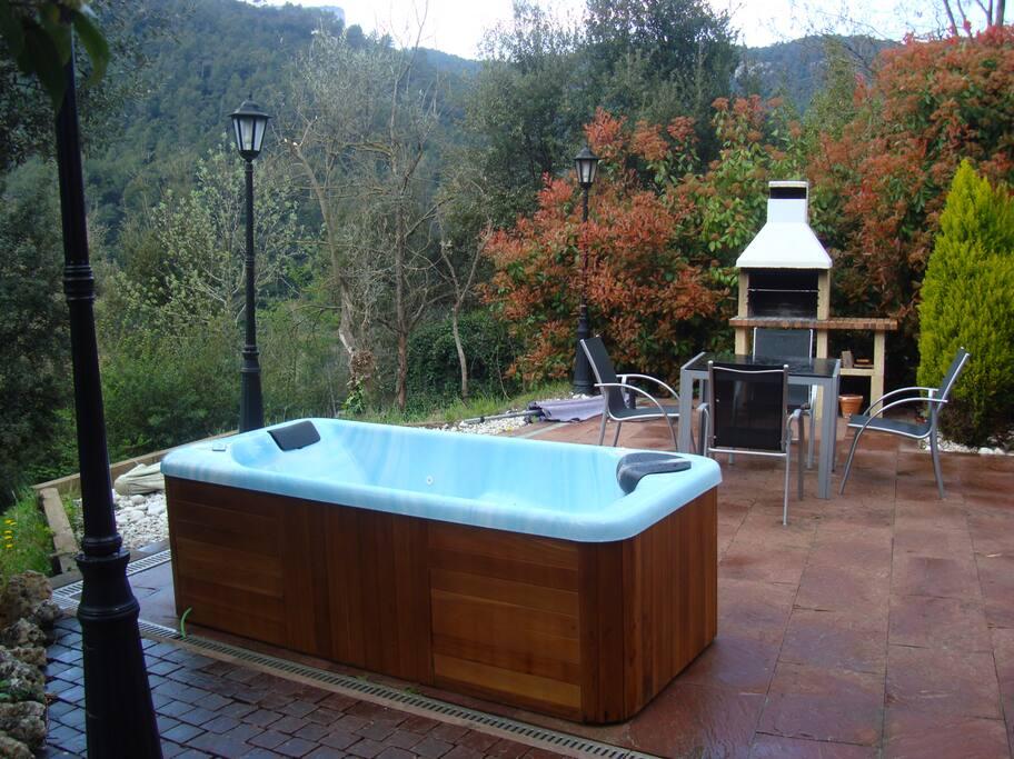 Spa d' aigua calenta 26 a 40 graus centígrads.