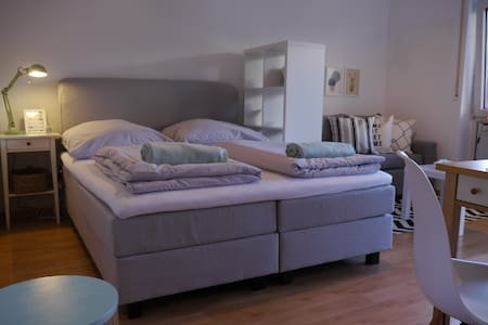 Central with platform bed: cozy and practical - Münster - Apartment