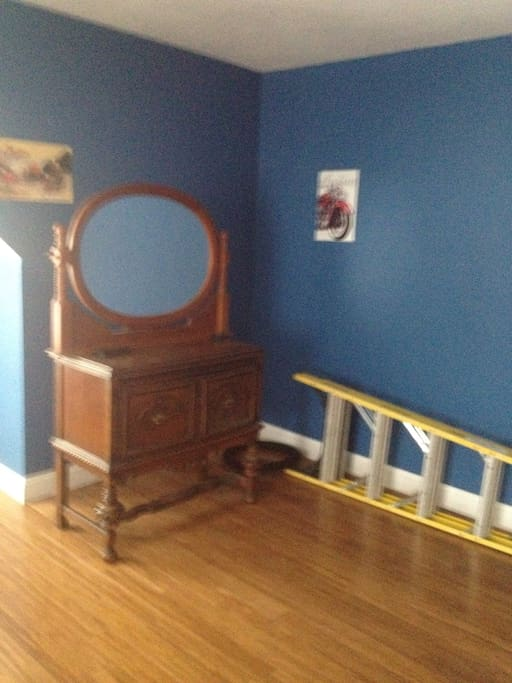 Dresser with mirror for personal objects