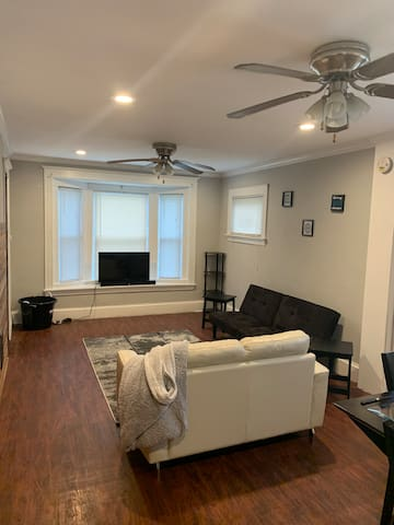 Cozy comfortable apartment 5 minutes from downtown
