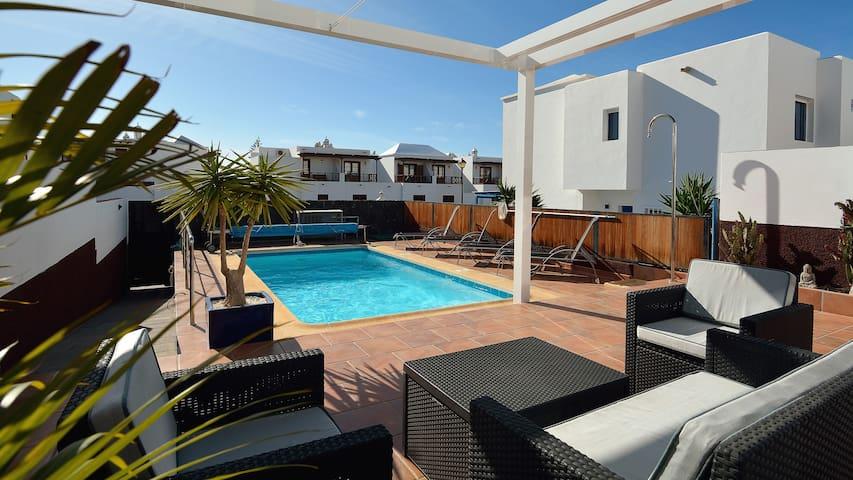 Villa private heated pool, A/C,wifi