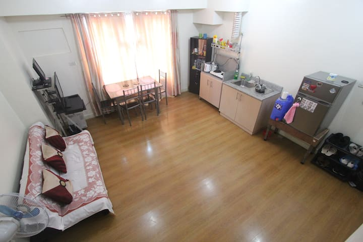 1BR + Pool&Gym nr Makati Close to Transport &Malls