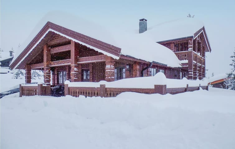 Holiday cottage with 5 bedrooms on 120 m² in Trysil