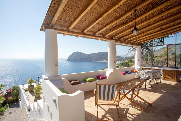 House with one bedroom in Lipari, with wonderful sea view, enclosed garden and WiFi - 300 m from the beach