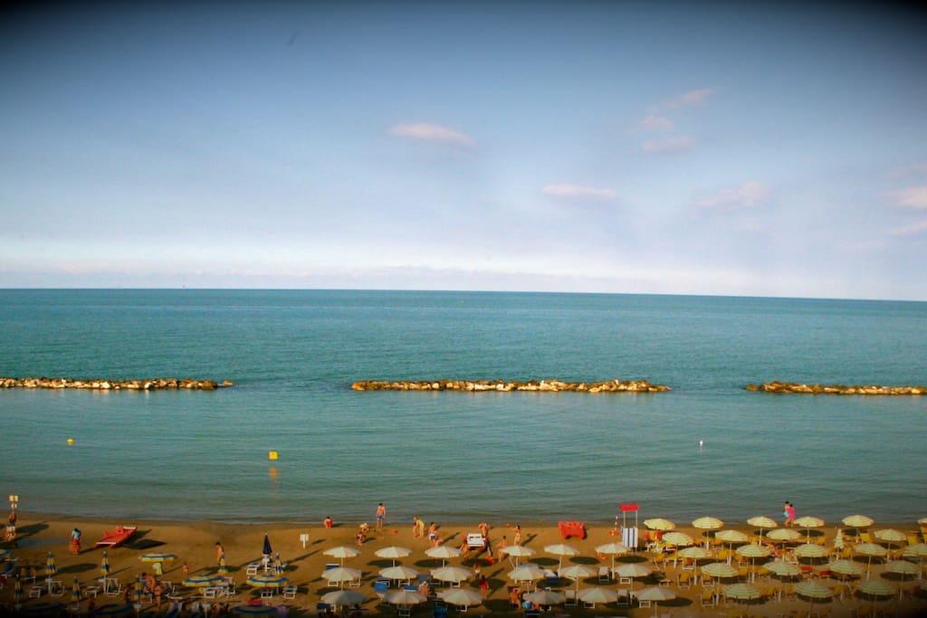 Hotel b b baia marina fronte mare pernottamento e colazione in affitto a cupra marittima - Bagno davide gatteo mare ...