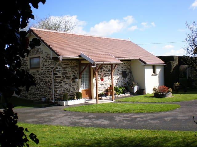 La maisonnette des 5 Lulu - Châlus - House