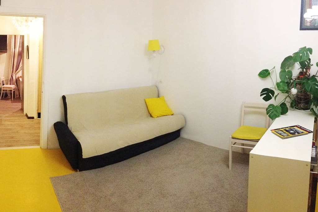 Желтая комната.