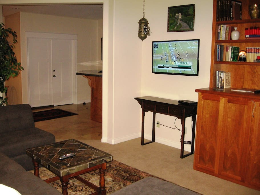 "42"" High Definition, flat screen TV with Xfinity cable and Netflix!"
