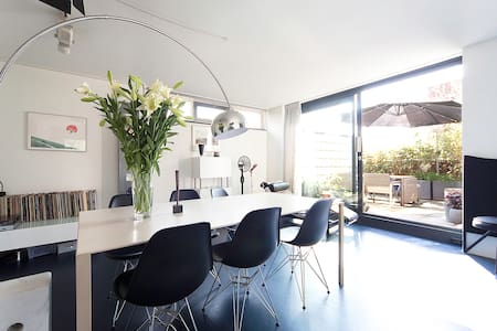 Spacious home with sunny terrace €75/2p - Wohnung