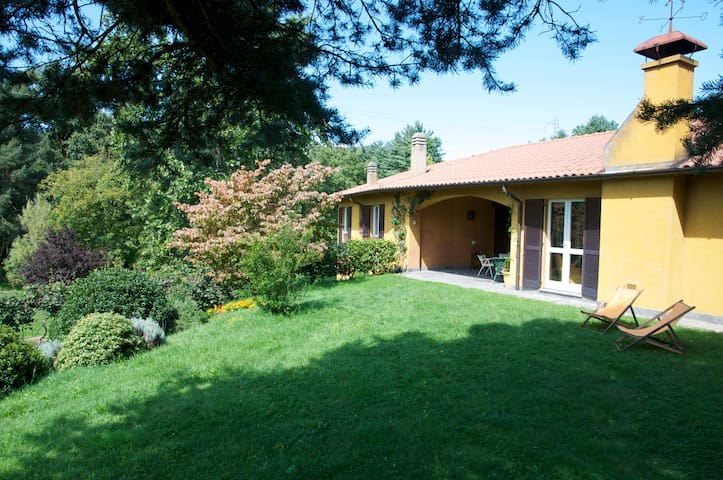 Family-Owned Country Villa - Comabbio - Vila