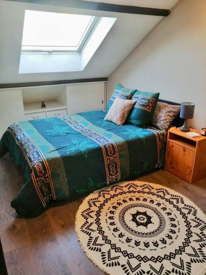 Chambre double tout confort dans une maison