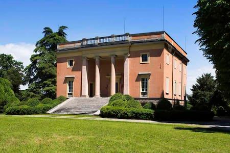 Villa Arnò Bed and Breakfat - Albinea - 家庭式旅館