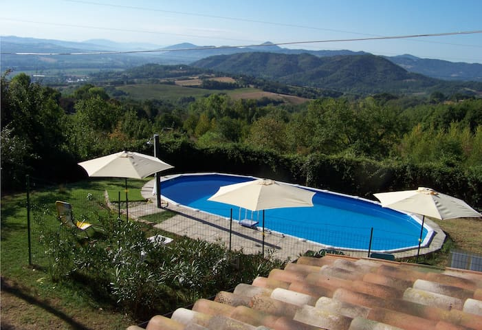 Panoramic rustic house between Umbria and Tuscany