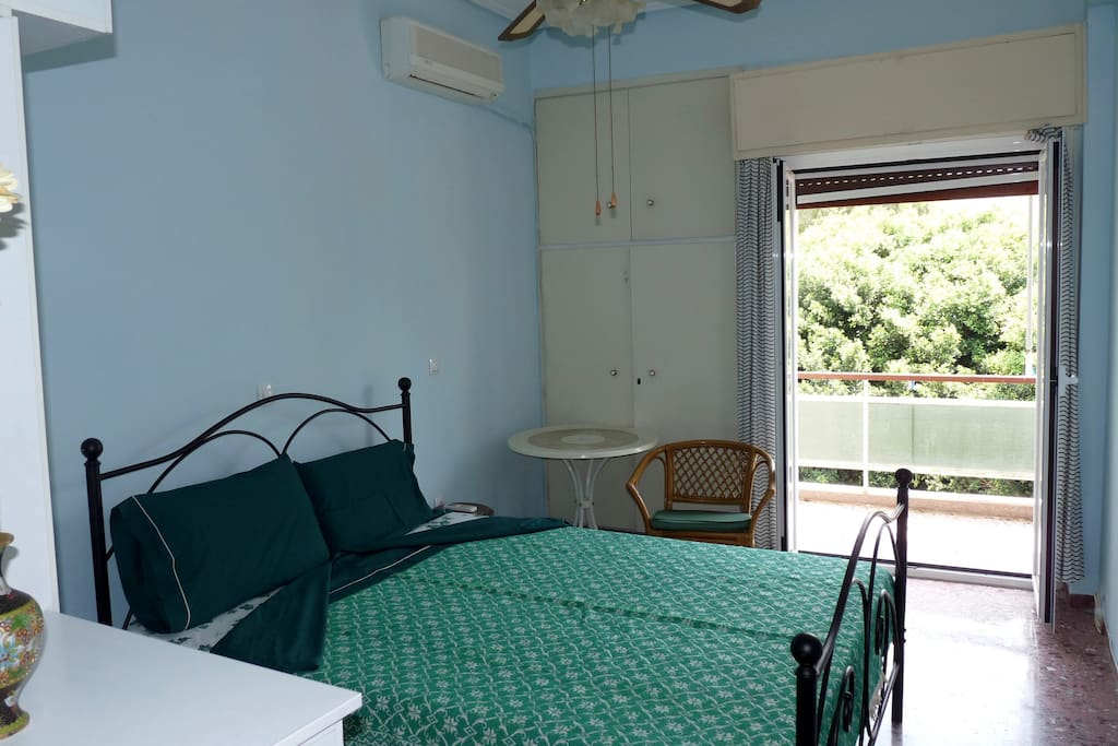 Bedroom with spacious bed, 2 wardrobes and chest of drawers. Access to the balcony.