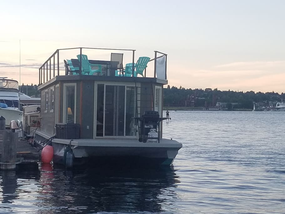 Jazzy ginger houseboat houses for rent in seattle for Houseboats for rent in california