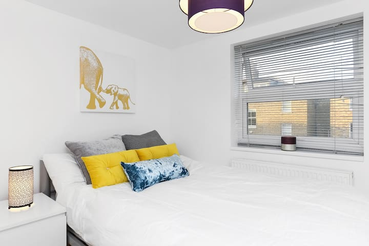 Bright, Modern & Affordable 2-Bed Flat in Zone 2