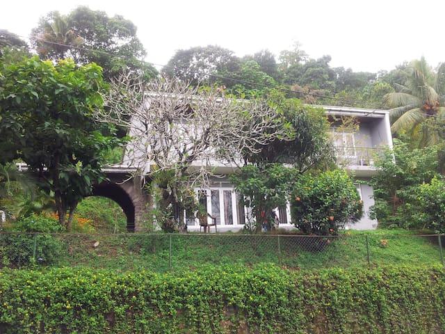 Cham's Anniwatte House - แคนดี้ - วิลล่า