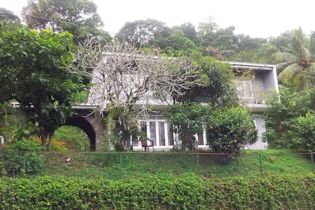 Cham's Anniwatte House - Kandy