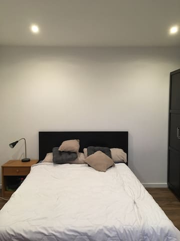 Double bedroom in a great location, Moabit Berlin
