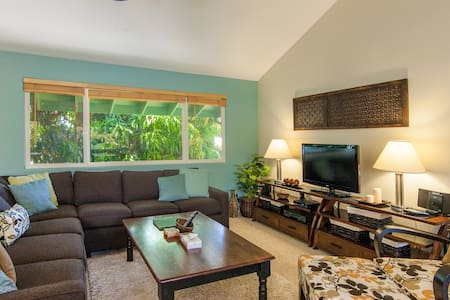Spacious Home Only 2-Minute Walk From Poipu Beach! - Koloa - Ház