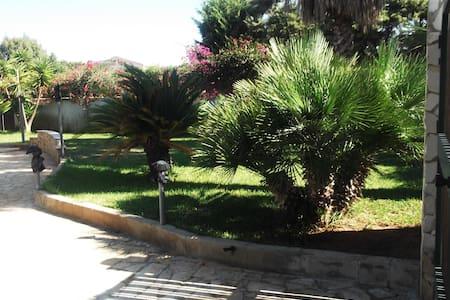Affittasi camera  villa  S.Lorenzo - Reitani - Villa