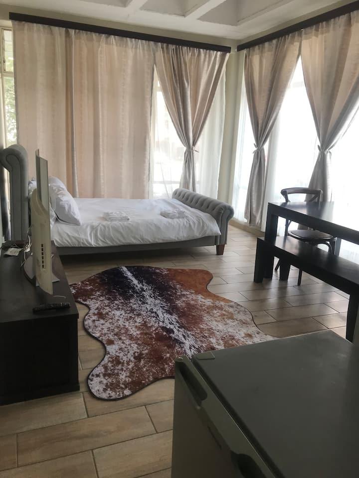 Modern, Secure, & Clean Apartment in Braamfontein!